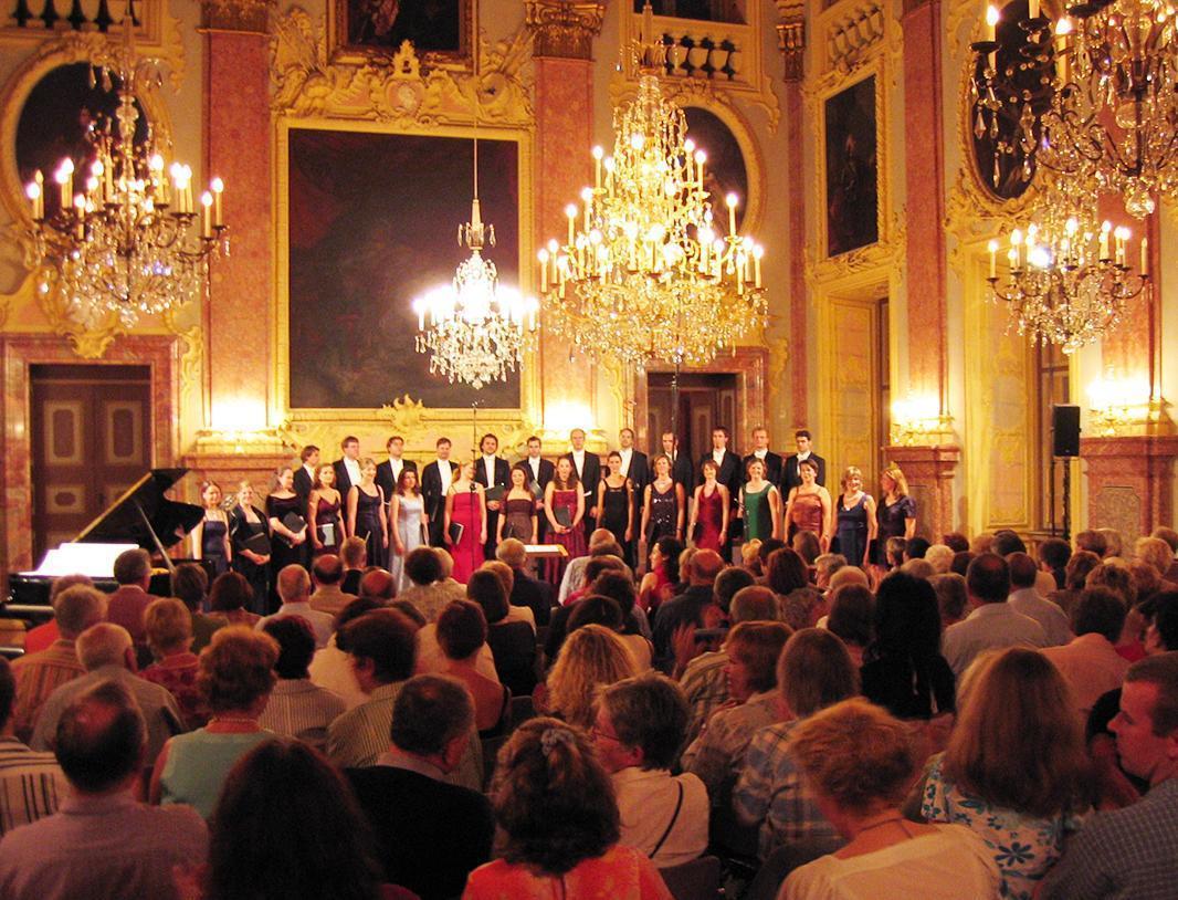 Vocal ensemble at Rastatt Residential Palace; Photo: Vocalensemble Rastatt