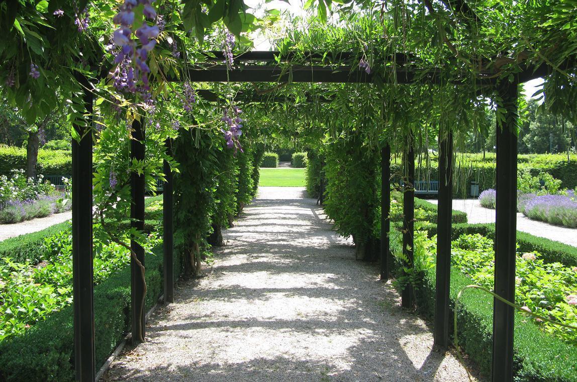 Laubengang im Schlossgarten, Residenzschloss Rastatt; Foto: Staatliche Schlösser und Gärten Baden-Württemberg, Julia Haseloff