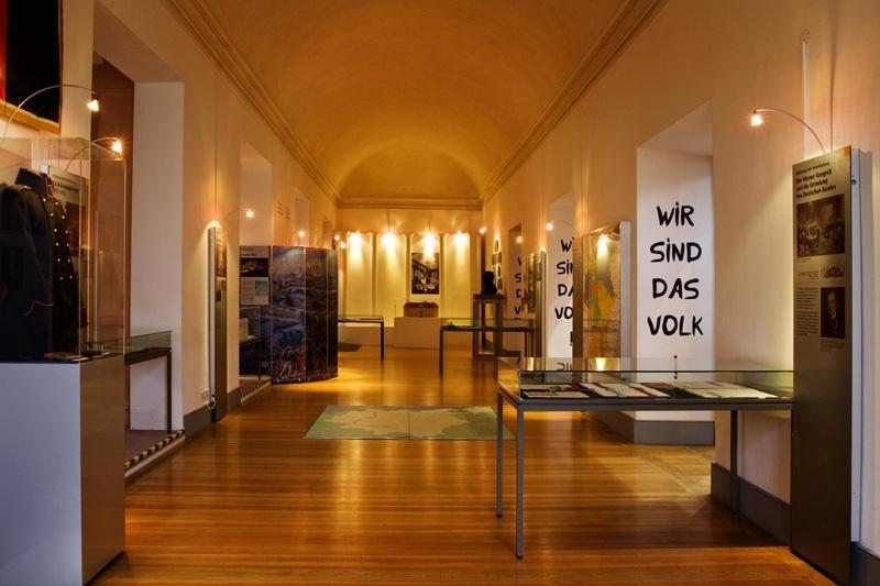 Raumansicht: Erinnerungsstätte für die Freiheitsbewegungen in der deutschen Geschichte; Foto: Staatliche Schlösser und Gärten Baden-Württemberg, Urheber unbekannt