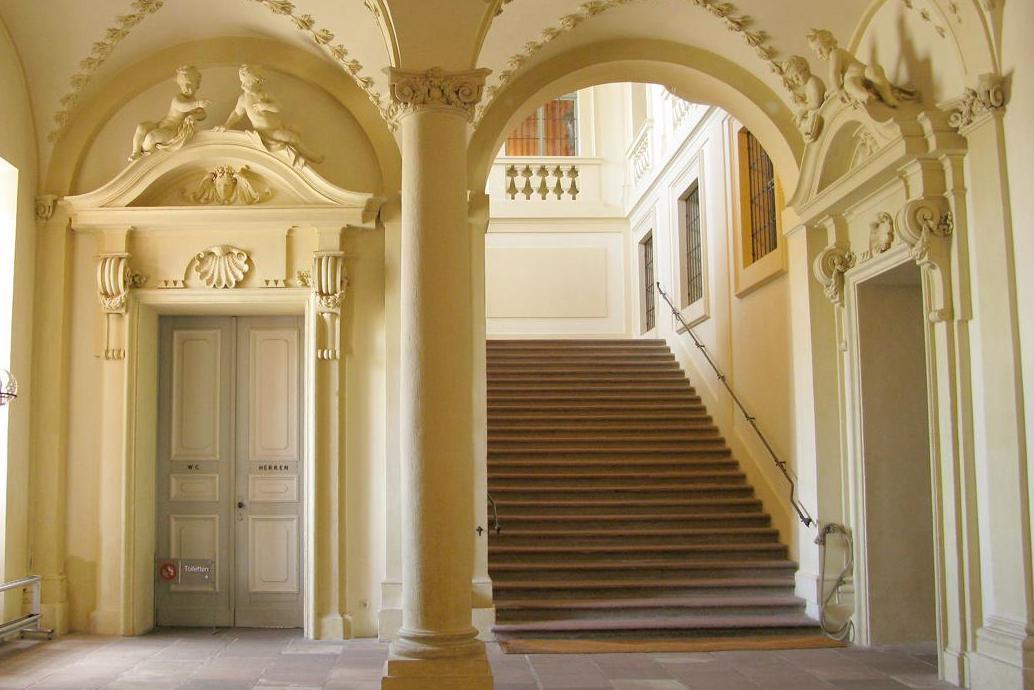 Entrance hall with staircase to the antesala, Rastatt Residential Palace. Image: Staatliche Schlösser und Gärten Baden-Württemberg, Julia Haseloff
