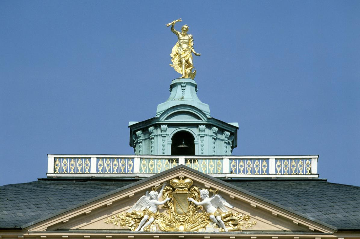 """Gable with Baden's coat of arms beneath the """"golden man,"""" Rastatt Residential Palace. Image: Staatliche Schlösser und Gärten Baden-Württemberg, Arnim Weischer"""