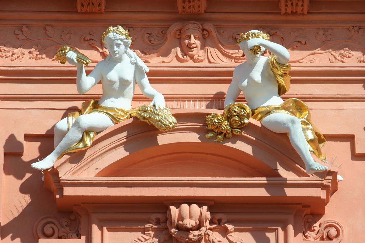 Genies, architectural decoration on the central risalit, Rastatt Residential Palace. Image: Staatliche Schlösser und Gärten Baden-Württemberg, Sandra Eberle