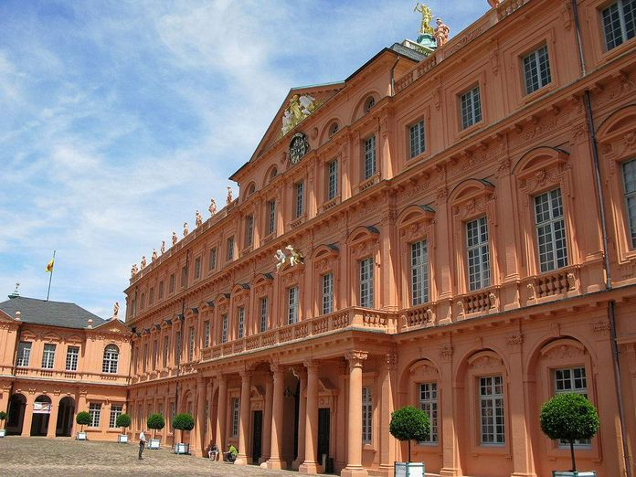 Rastatt Residential Palace, A look at the cour d'honneur