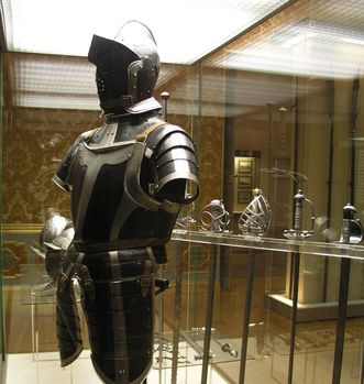 Knight's armor, exhibit item. Image: Rastatt Military History Museum