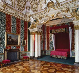 Schlafzimmer und Porzellankabinett; Foto: Staatliche Schlösser und Gärten Baden-Württemberg, Steffen Hauswirth