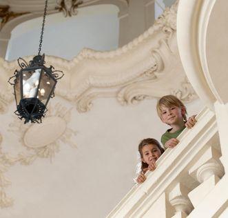 Kinder im Schloss; Foto: Staatliche Schlösser und Gärten Baden-Württemberg, Niels Schubert