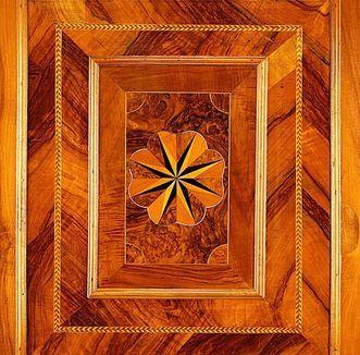 Detailansicht der Holzvertäfelung im Schreibkabinett