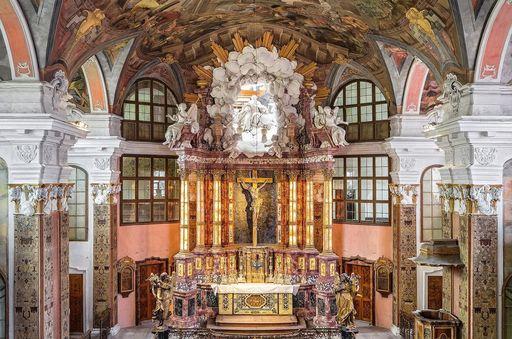 Château résidentiel de Rastatt, Vue intérieure de l'église avec croix