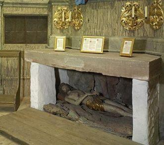 Interior of the hermitage with the altar depicting the Tomb of Jesus. Image: Staatliche Schlösser und Gärten Baden-Württemberg, Arnim Weischer