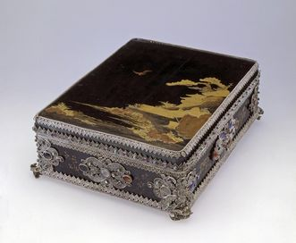 Image: Rastatt Residential Palace, Japanese lacquer box  with lacquered lid and filigreed European silver trim