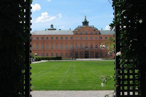 Blick aus dem Laubengang aufs Schloss, Residenzschloss Rastatt