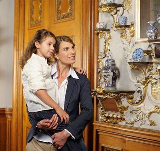 Mutter und Tochter im Spiegelkabinett, Residenzschloss Rastatt